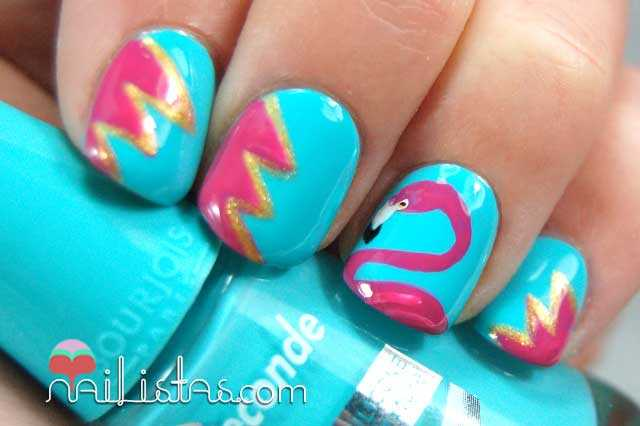 Uñas decoradas con flamencos // Nail art kitsch
