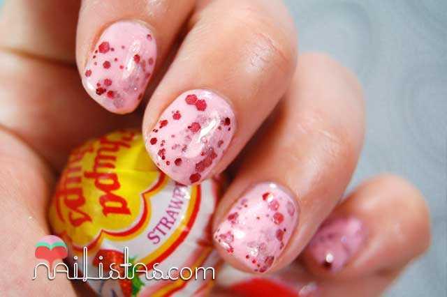 Uñas decoradas con Chupa Chups de Nata con Fresas // Franken Polish