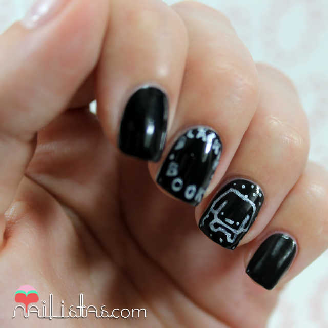 Nail Art con el logo de Blackie Books