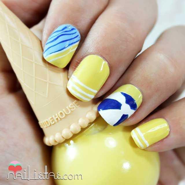 Uñas decoradas con pelota de playa Nivea