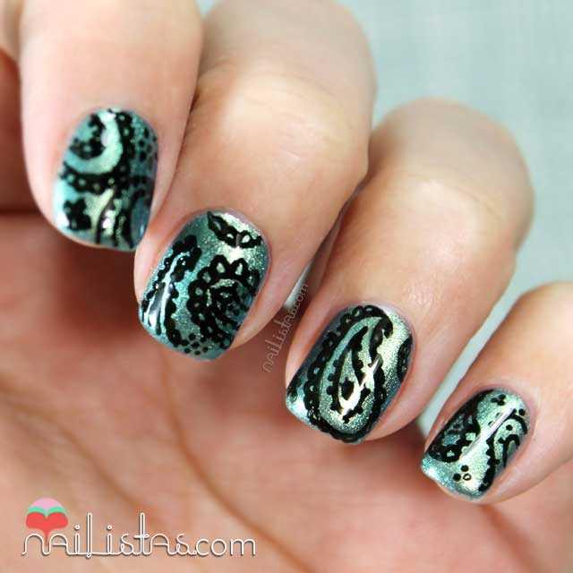 Uñas decoradas a mano con diseño Cachemir | Paisley