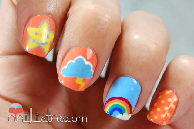 Uñas decoradas con rayo y nube, arcoiris, lunares y estrella