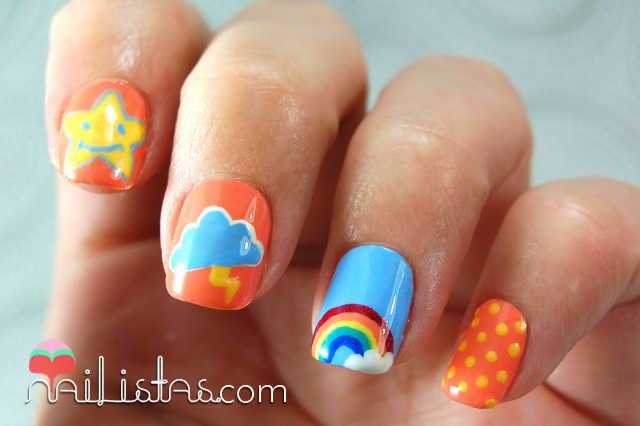 Uñas decoradas con arcoiris, nube y estrellas