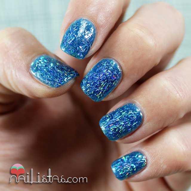 Swatch del esmalte Blue Glitter de H&M