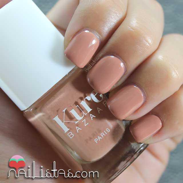 Swatch del esmalte de uñas Kure Bazaar Essenziale