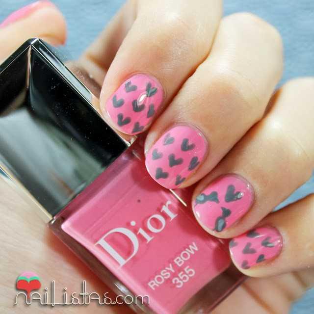 Uñas decoradas con corazones   decoración de uñas cortas   Nailistas