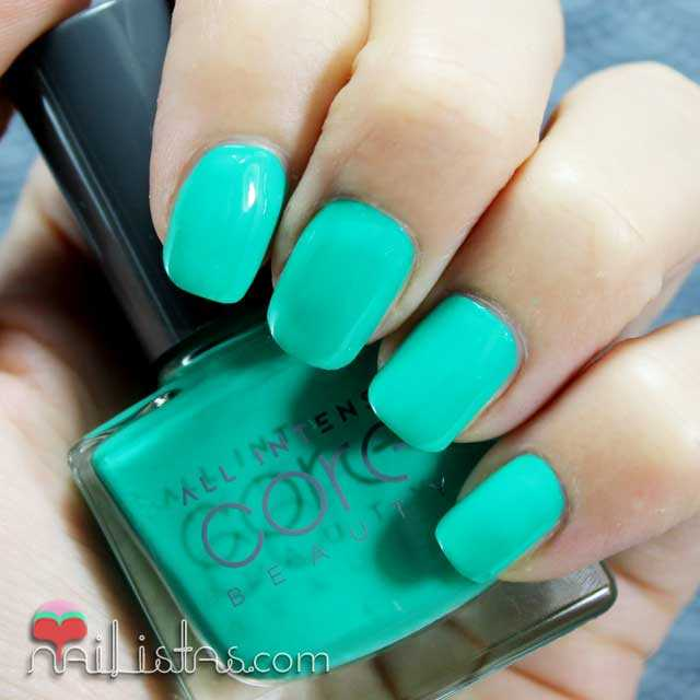 Swatch del esmalte verde Core de All Intense Core Beauty