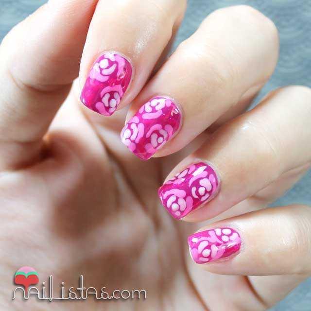 Nail art de flores elegante y delicadas en rosa