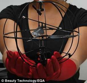 Una vez conectado, impulsa a este circuito un actuador o motor pequeño ina drone, en la foto. Cuando se abre el ojo y la conexión se rompe, el motor se apaga