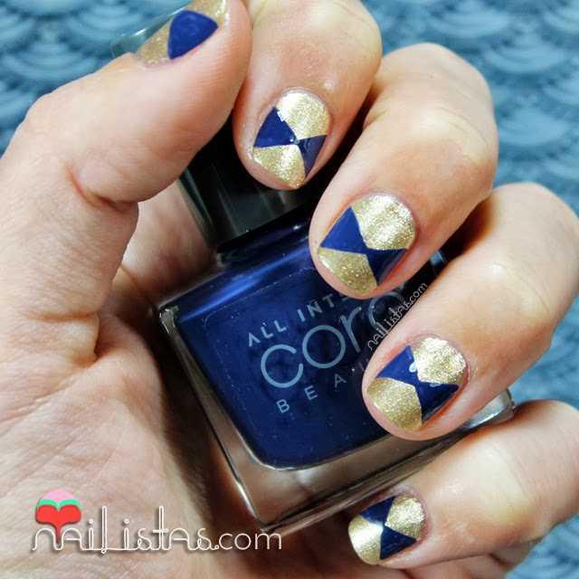Manicura con triángulos | Uñas decoradas en Dorado y Azul