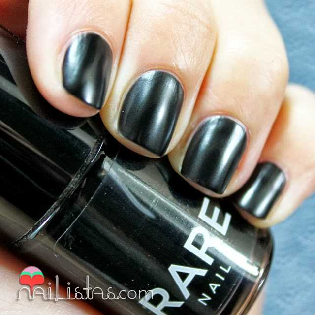 Esmalte de uñas rare nails negro mate Raven