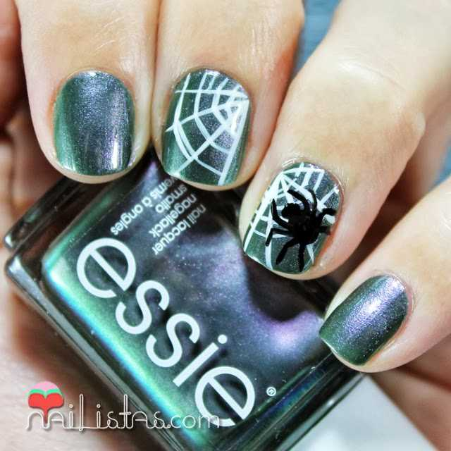 Uñas decoradas con araña y telaraña |  #ManisdeHalloween
