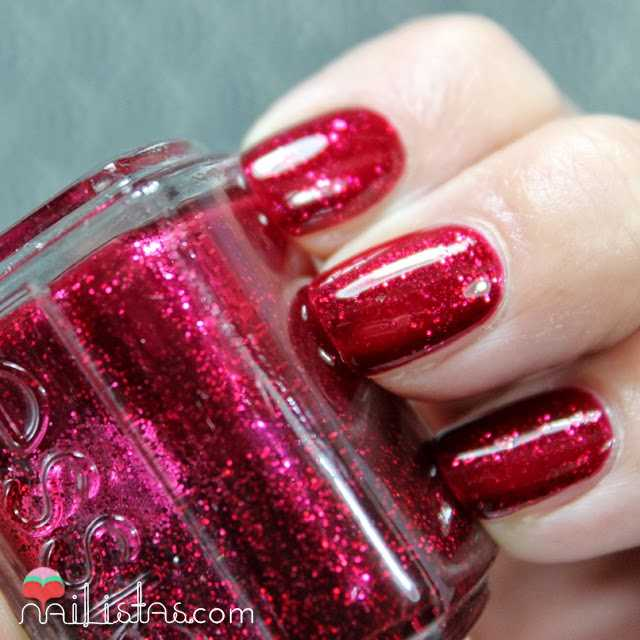Swatch del rojo cereza Leading Lady de Essie