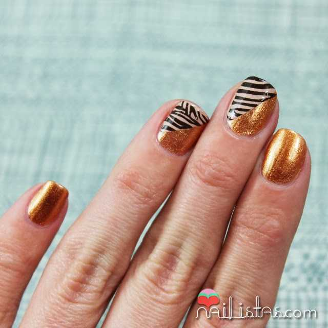 Uñas decoradas con animal print de cebra