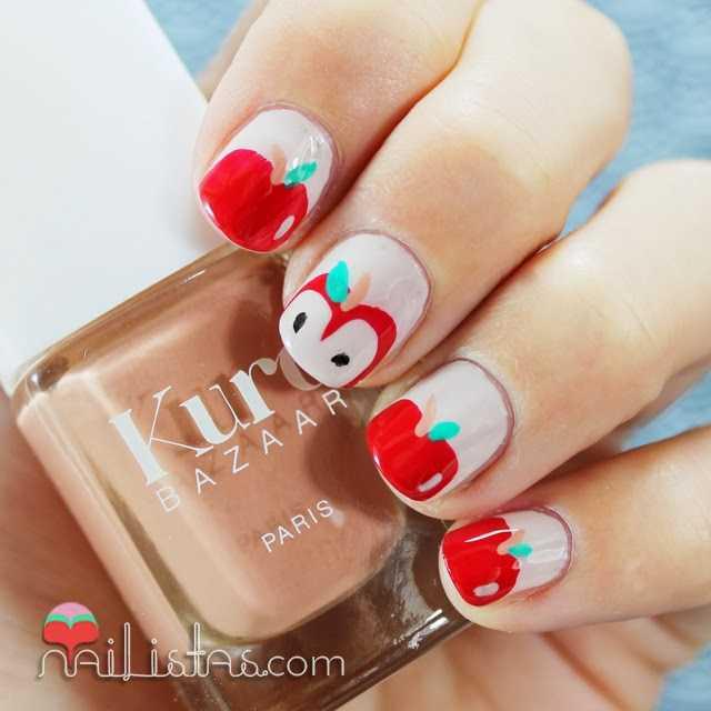 Uñas decoradas con manzanas