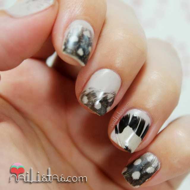 Uñas decoradas con plumas para nail art