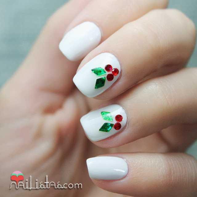 Uñas decoradas de Navidad   Nail art con hojas de acebo