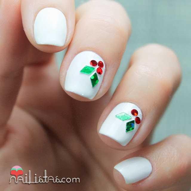 Uñas decoradas de Navidad | Nail art con hojas de acebo