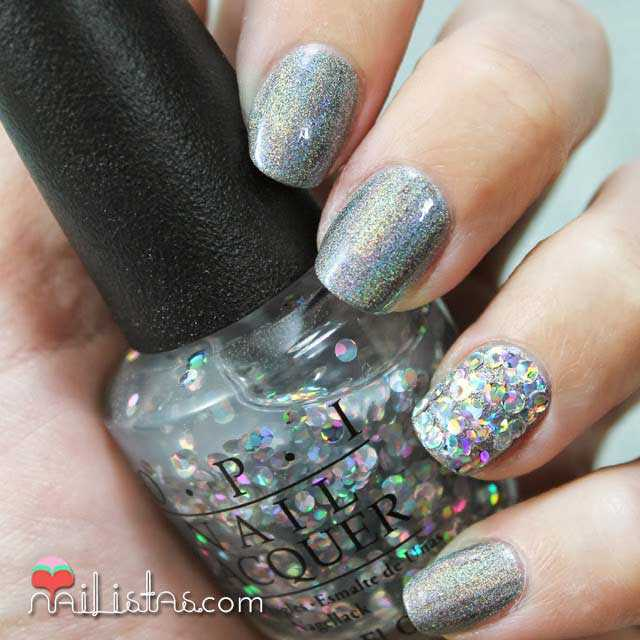 Uñas holográficas | I Snow You Love Me de O.P.I.
