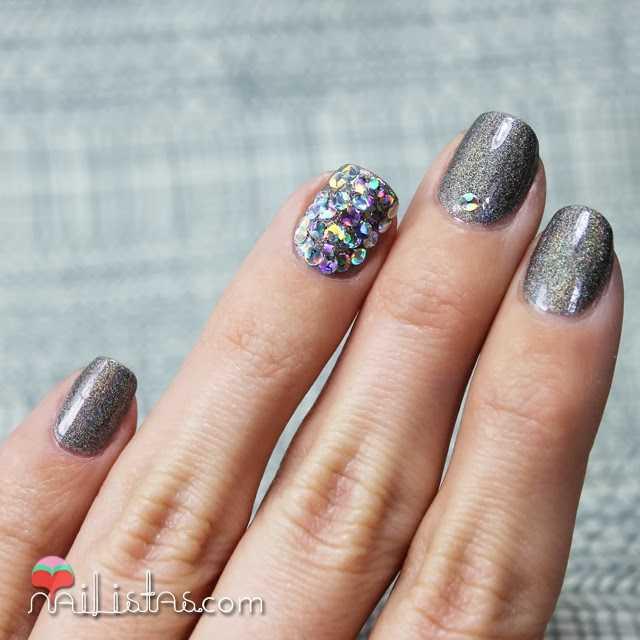 nail art con esmaltes de uñas holográficos