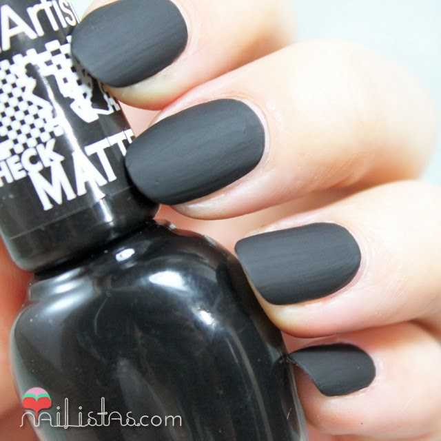 Esmalte de uñas negro mate Check Matte de Astor