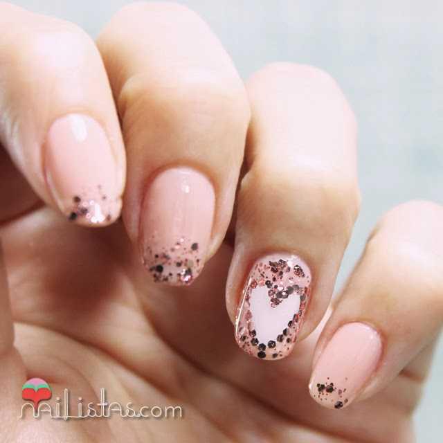 Uñas de San Valentín con purpurina Essie Luxefects