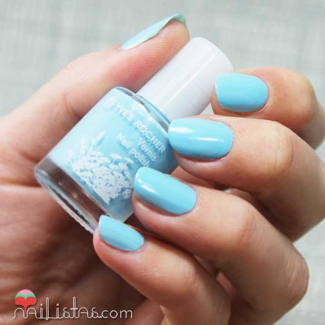 Esmaltes de uñas Ives Rocher azul Bleu Nacré