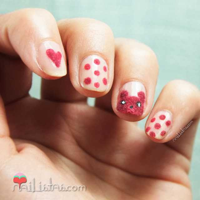 Nail art con oso de peluche