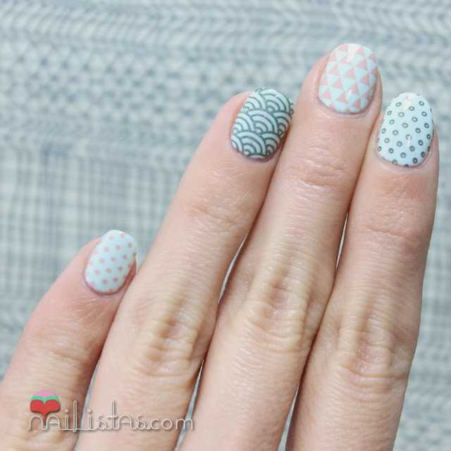 Uñas decoradas con estampación