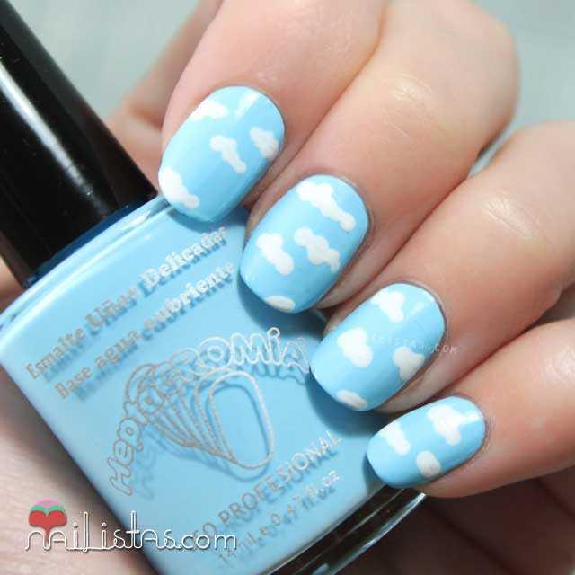 Decoración de uñas fácil: nubes
