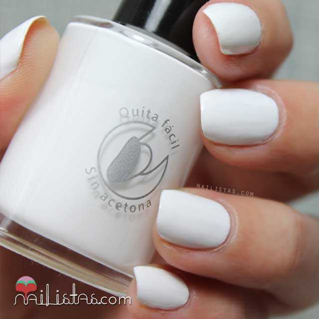 Esmalte de uñas con base al agua