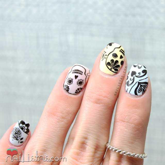 Stamping nail art de calaveras