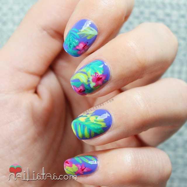 Uñas con flores tropicales