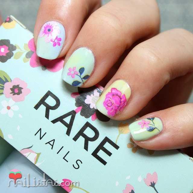 Uñas decoradas con flores de primavera