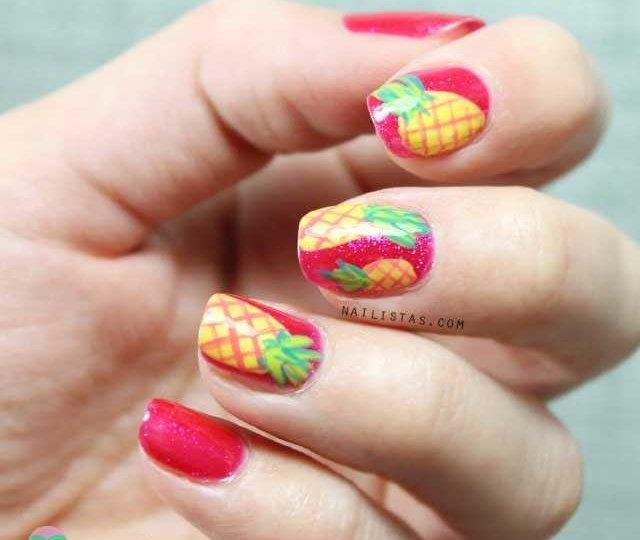 Uñas decoradas con frutas: piñas tropicales