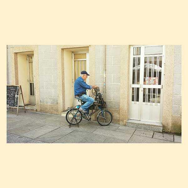 Afilador gallego con su bicicleta tradicional