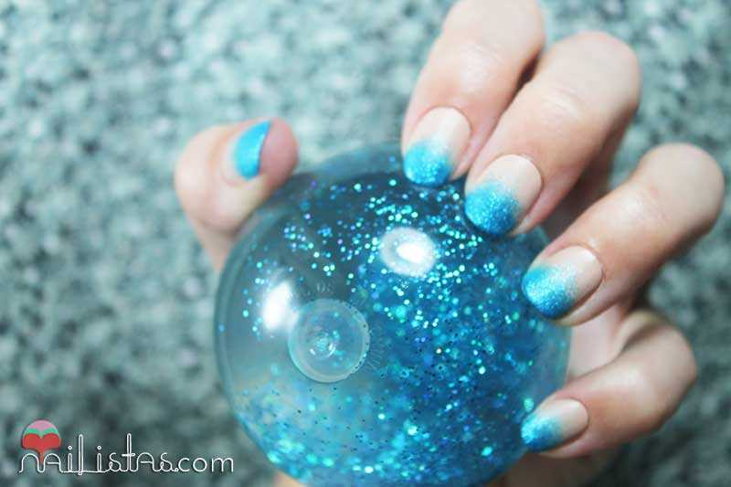 Nail art con degradado de esmalte de purpurina