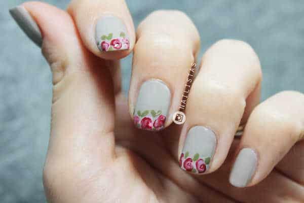 manicura-francesa_con_flores-paso-a-paso