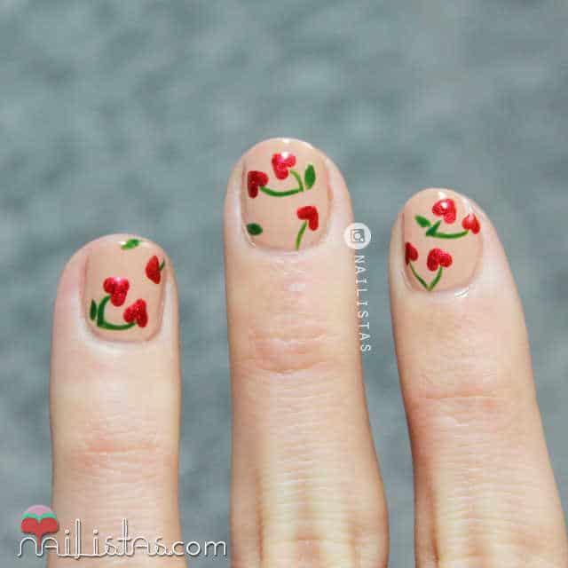 Decoración para uñas cortas con corazones para el día de los enamorados.