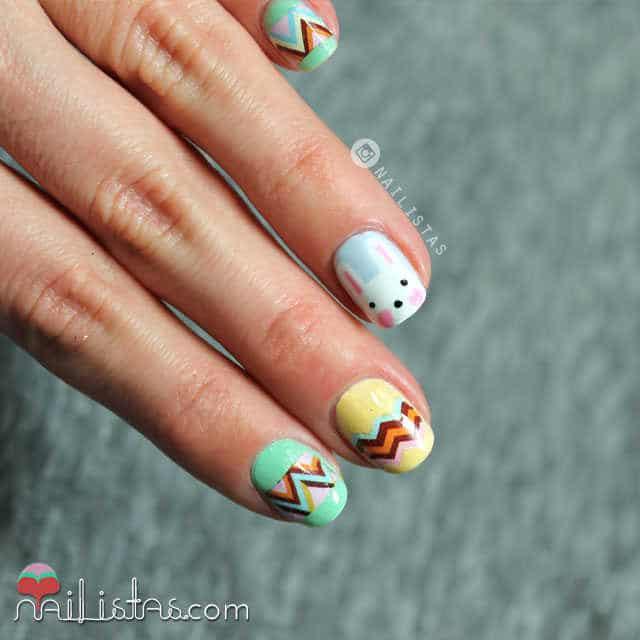 Uñas decoradas con conejo de pascua y huevos paso a paso