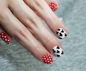 Decoración de uñas de Mickey Mouse