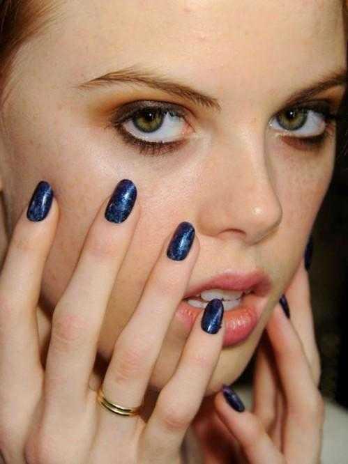 Uñas azules sarawrap tendencias de uñas