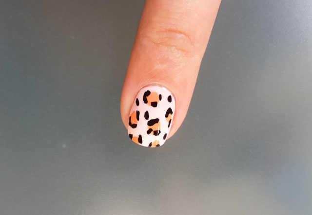 uñas decoradas con leopardo paso a paso