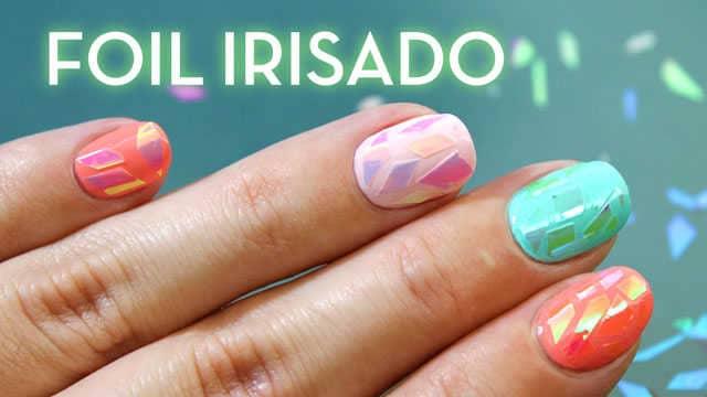 Uñas de cristal roto con foil irisado nail art