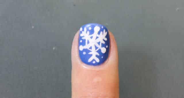 uñas decoradas copo de nieve paso a paso
