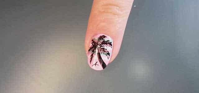 uñas decoradas con palmeras paso a paso