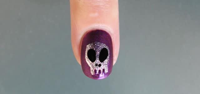 decora tus uñas de halloween calavera