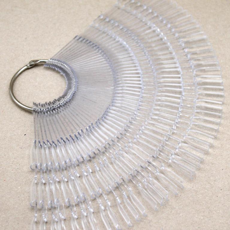 muestrario de uñas transparente abanico